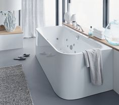 Duravit - Bathroom design series: Happy D. - washbasins, toilets, bidets, tubs and bath room furniture from Duravit. Duravit, Back To Wall Bath, Modern Bathtub, Happy D, Bidet, Wc Sitz, Complete Bathrooms, Soaker Tub, Whirlpool Bathtub