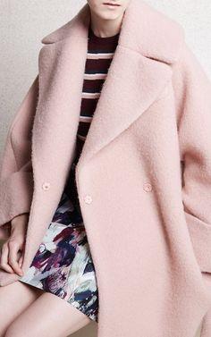 Carven Pre-Fall 2015 Fashion Show - Kasia Jujeczka Fashion Week, Fashion Show, Fashion Design, Dior Fashion, Moda Minimal, Mode Rose, Style Minimaliste, Winter Stil, Carven