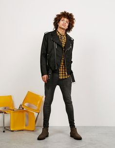 Get men's fashion tips and style advice daily from the experts at FashionBeans. Includes all the latest fashion trends, news and guides for Unisex Fashion, Urban Fashion, Mens Fashion, Fashion Outfits, Leather Jeans Men, Leather Jacket Outfits, Look Rockabilly, Moda Blog, Bohemian Style Clothing