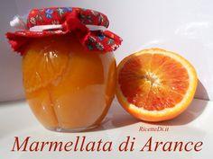 marmellata-di-arance Beautiful Fruits, Mini Desserts, Hot Sauce Bottles, Chutney, Fruit Salad, Grapefruit, Biscotti, Jelly, Latte