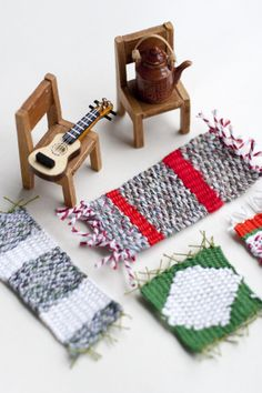 Simple weaving project: Make DIY dollhouse rugs #weaving