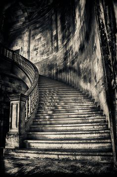 Staircase Tattoo, Gott Tattoos, Heaven Tattoos, Black And White Pictures, White Art, Stairways, Black And White Photography, Sleeve Tattoos, Art Photography
