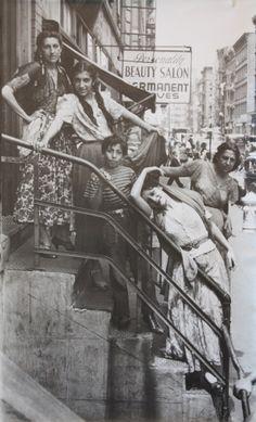 * Helen Levitt Tsiganes, New York , 1940