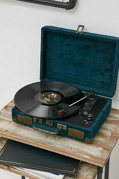 Crosley Cruiser Emerald Green Velvet Vinyl Record Player - Urban Outfitters
