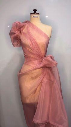 Cute Prom Dresses, Elegant Dresses, Formal Dresses, Blouse Styles, Blouse Designs, Cute Fashion, Fashion Show, Diy Fashion, Diy Gown