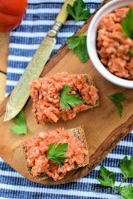 Domowy paprykarz szczeciński  Składniki : makrela wędzona, szczypiorek, papryka słodka, 100g ugotowanego ryżu, 1 mała cebu...