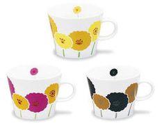 ちょっぴりレトロな雰囲気のイッソエッコの花柄マグカップ