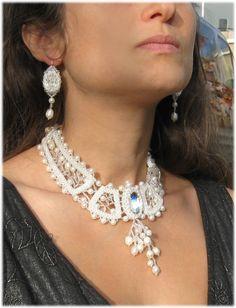 """Жемчужные узоры"" 2 Beading Tutorials, Beading Patterns, Beading Ideas, Bridal Jewelry, Beaded Jewelry, Beaded Necklace, Right Angle Weave, Collar Designs, Collar Necklace"