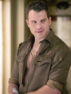Rob Kazinsky - Ben / Warlow on True Blood. Those dimples will kill me.
