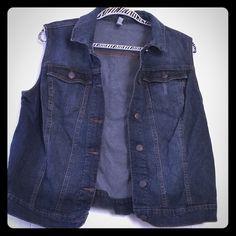Jean vest NWOT Jean vest NWOT Xhilaration Jackets & Coats Jean Jackets