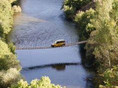 Tunceli'deki asma köprüde tehlikeli yolculuk