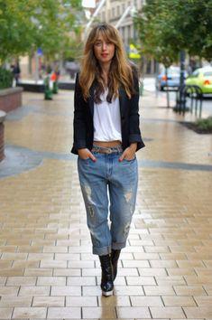 black blazer & mom jeans #streetstyle #jeans #outfitideas #blazers