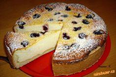 Tvarohovo-pudinkový koláč s višněmi - stačí půl cukru.  Cheese-pudding cake with cherries - just half the sugar.