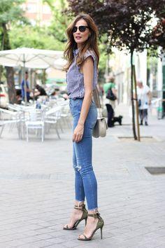 Silvia, bloguera de moda del sitio Lady Addict combino en un look casual pero súper trendy las sandalias de tacón María de MAS34  http://www.mas34shop.com