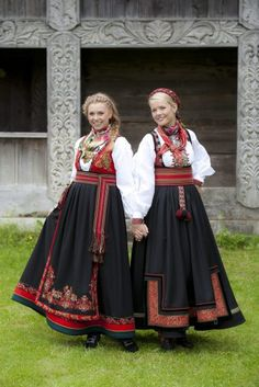 mai i Telemarksbunad Culture Clothing, Folk Clothing, Renaissance Clothing, Norwegian Clothing, Scandinavian Embroidery, Scandinavian Fashion, Russian Fashion, Folk Costume, Ethnic Fashion