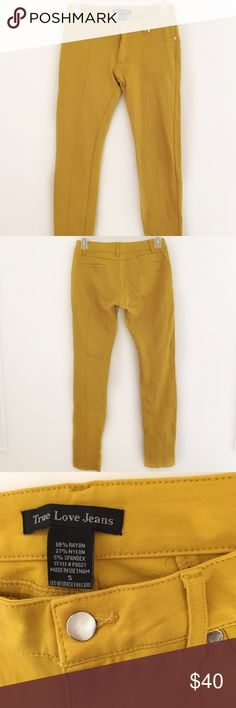 Mustard stretchy skinny pants Fits like a size 24/25 or size 0/1. They are a soft, stretchy material and fit to your shape. Pants Skinny