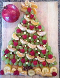 Post with 44 votes and 875 views. Shared by Fruitsmas tree @ brunch this morning :) Christmas Party Food, Xmas Food, Christmas Brunch, Christmas Breakfast, Christmas Cooking, Christmas Goodies, Christmas Pajama Party, Christmas Appetizers, Christmas Desserts