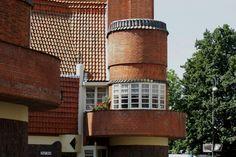 ronde erker in Amsterdam Pisa, Amsterdam, Tower, Architecture, School, Building, Arquitetura, Rook, Computer Case