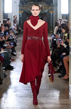 Elie Saab Fall 2019 Ready-to-Wear Collection - Vogue Couture Fashion, Runway Fashion, High Fashion, Womens Fashion, Fashion Trends, Paris Fashion, Elie Saab Bridal, Belle Silhouette, Elie Saab Fall