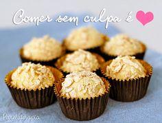 Euestava MEGA devendo receitinhas light para vocês né meu povo? Aí vem a Loja Virtual Vittadely e me pede para desenvolver uma receita com os Flocos Proteicos deSoja Sabor Coco e tchanam!!! Fiz o… Doce Light, Yummy Cookies, Empanadas, Coco, Mini Cupcakes, Smoothies, Muffin, Healthy Eating, Sweets