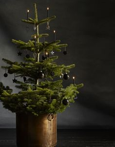 Un sapin de Noël très chic en noir et blanc