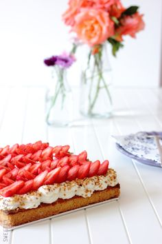 ... strawberry pie with shortbread biscuits ...