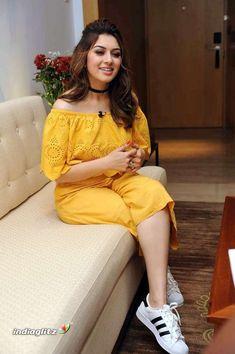 Indian Bollywood Actress, South Indian Actress, Beautiful Indian Actress, Bollywood Fashion, Beautiful Actresses, Indian Actresses, Fashion Designer, Tamil Actress Photos, Mellow Yellow