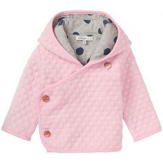 Mit der süßen rosa Babysweatjacke Galion ist Ihre kleine Maus für kühlere Tage perfekt gekleidet. Die Jacke mit gepunktetem Strukturmuster, Kapuze und Jersey-Futter ist sehr weich, angenehm zu tragen und die praktische Wickeloptik mit Knöpfen erleichtert das An- und Ausziehen. erhältlich in den Größen 50 - 68 statt € 34,99 jetzt um nur € 23,99 NUR SOLANGE DER VORRAT REICHT! Kind Mode, Raincoat, Vest, Hoodies, Children, Sweaters, Fashion, Scrappy Quilts, Long Sleeve Gown
