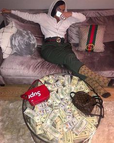 Cash Money, Mo Money, How To Get Money, Quick Money, Flipagram Video, Fille Gangsta, Money Pictures, Money Pics, Money On My Mind