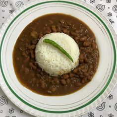 Ditch the spoons 😍Rajma Chawal on our plates tonight! Eat.Lick.Repeat.   Follow @junkfoodjogan for more yuminess!🤗 #rajma #rajmachawal #dinner #plate #punjabi #lovefood #picoftheday #igersoftheday #igers #l4l #f4f #foodblogger #iphonography #drool #rice #beans #dilli #delhi #blogger #homecooked #maakehaathkakhana #foodporn #desi #tadka #foodgasm
