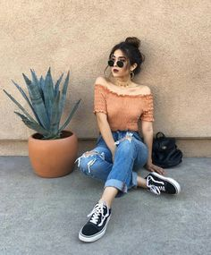 Girls Photography Poses at Home – Girls Photography Poses – girl photoshoot poses Stylish Summer Outfits, Summer Fashion Outfits, Casual Outfits, Cute Outfits, Casual Summer, Girl Outfits, 90s Fashion, Summer Outfit For Teen Girls, Rock Fashion