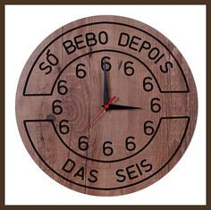 RELÓGIO G SÓ BEBO DEPOIS DAS 6  -Medidas: 400 mm  -Peso: 0,900 Kg  -Código: TBR44  -POSTAGEM (ENVIO) NO MÁXIMO 7 DIAS ÚTEIS  -material mdf  -Ideal para decorar churrasqueiras e espaço gourmet  -A tonalidade da madeira poderá haver uma pequena diferença Rock Bar, Container Bar, Wood Clocks, Room Setup, Diy Furniture Projects, Vintage Tags, Wall Collage, Diy And Crafts, Decoration