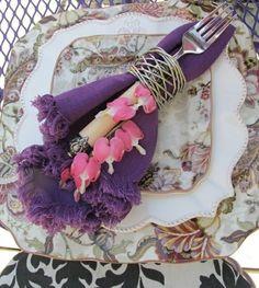 idée-salle-à-manger-moderne-deco-table-violette.jpg 600×671 pixels