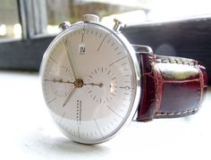Rounded Crystal Minimal Watch: Max Bill - In white