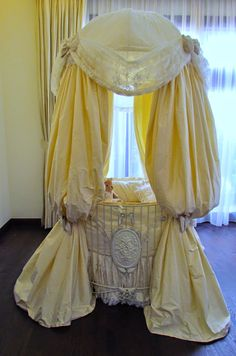 Today we finished this amazing baby-bed.   It is round and covered with silk and French lace.         I enjoyed making this bed, this is m...