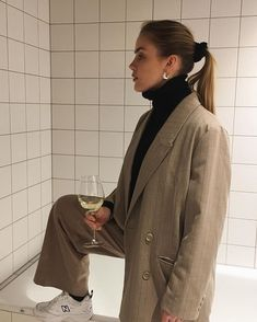 Top fashion trends in winter 2019 Fashion Week, Look Fashion, Fashion Outfits, Fashion Trends, Fashion Capsule, Classic Fashion, Editorial Fashion, Fashion Ideas, Womens Fashion