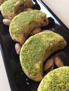 Nefis kavala kurabiyesi tarifi ile fıstıklı kavala kurabiyesi yapımı,Kavala kurabiyesi yapımı,kavala kurabiyesi nasıl yapılır?Kavala,fıstıklı kurabiye tarif