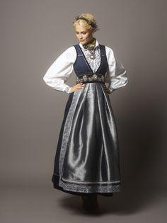 Bilderesultat for fantasistakk Norwegian Clothing, Frozen Costume, Folk Costume, Summer Outfits Women, Ethnic Fashion, Poses, Aesthetic Clothes, Fashion Outfits, Womens Fashion