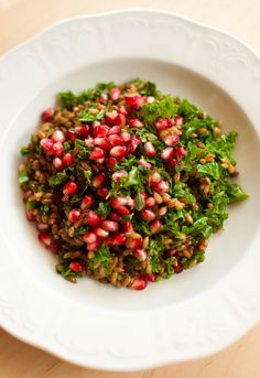 Isn't it beautiful? Rye, Kale, and Pomegranate Salad. Thankfully the kale is steamed a bit in this salad. I find it easier to eat thus. Elsewise how would we get this salad on a fork? Healthy Dishes, Healthy Salad Recipes, Vegan Recipes, Healthy Food, Pomegranate Salad, Kale Salad, Fruits And Veggies, Rye, My Favorite Food