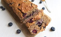 Oatmeal honey cake with blueberries Healthy Pie Recipes, Oats Recipes, Healthy Cake, Healthy Cookies, Healthy Baking, Sweet Recipes, Healthy Food, Healthy Options, Muffins Sains