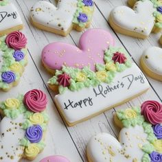 Batch of easy Mother's day cookies made with butter & love for your Mum - Hike n Dip No Bake Sugar Cookies, Mother's Day Cookies, Iced Cookies, Cute Cookies, Royal Icing Cookies, Mothers Cookies, Mothers Day Desserts, Cookie Bouquet, Flower Cookies