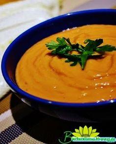 Esta é a versão da sopa crudivora de tomates com abacate feita pela minha amiga Bárbara do Blog Barbarelismus . Rapidamente você prepara...