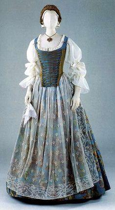 Női díszruha a Majtényi család tulajdonából, 18. század közepe.