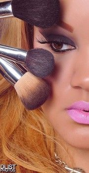 Multiple brushes. Multiple curves. Beauty tips from Curvation. #ShapeofBeauty