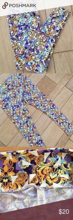LuLaRoe Mardi Gras Leggings These leggings are in perfect condition.  They would be perfect for Mardi Gras or any other occasion!   Non smoker home and I give bundle discounts! LuLaRoe Pants Leggings