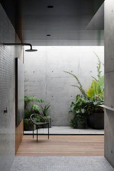 Concrete arcs frame courtyard views at Melbourne house by Edition Office - Domus Concrete Architecture, Interior Architecture, Interior And Exterior, Exterior Design, Architecture Awards, Garden Architecture, Residential Interior Design, Concrete Interiors, Internal Courtyard