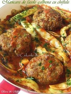 Mancare de fasole galbena cu chiftele ~ Culorile din farfurie Fish And Eggs Recipe, Good Food, Yummy Food, Cottage Pie, Romanian Food, Cooking Recipes, Healthy Recipes, Food And Drink, Meals