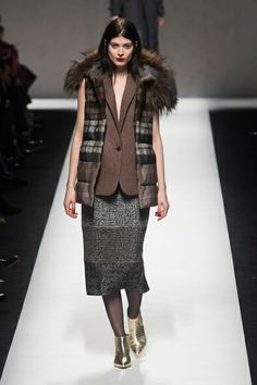 MMD FW 2014/15 – Max Mara. See all fashion show on: http://www.bmmag.it/sfilate/mmd-fw-201415-max-mara/ #fall #winter #FW #catwalk #fashionshow #womansfashion #woman #fashion #style #look #collection #MMDFW #maxmara