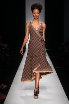 I adore traditional african fashion 1250898047 African Inspired Fashion, African Print Fashion, Africa Fashion, Ethnic Fashion, Fashion Prints, Fashion Design, Fashion Styles, South African Traditional Dresses, Traditional Dresses Designs