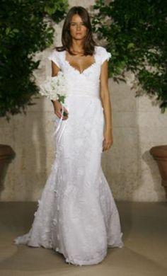 Used Oscar de la Renta Wedding Dress 82N01, Size 6  | Get a designer gown for (much!) less on PreOwnedWeddingDresses.com